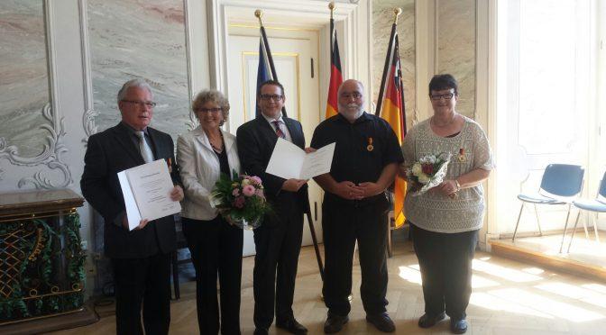 Verdienstmedaille des Landes an Lisa und Paul Neumann verliehen
